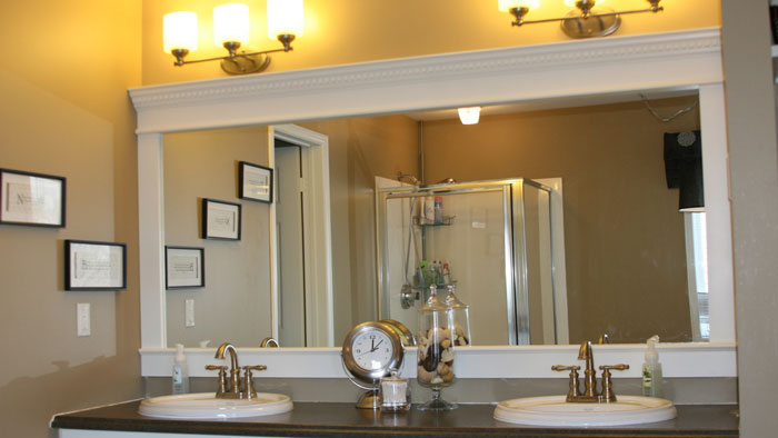 How Bathroom Mirrors Enhance Space and Light - Missalis Homes
